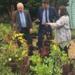 Photo of Minister and members in garden